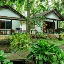 Murex-Manado-Cottages-tropical-garden